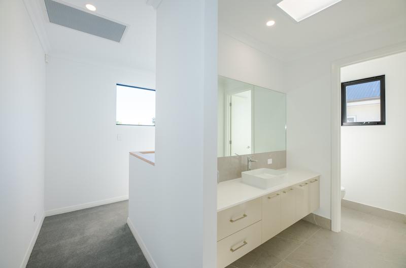 Normus Homes - George II Upstairs Bathroom